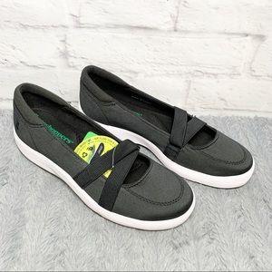 NWT Grasshoppers Juniper slip on ortholite shoes